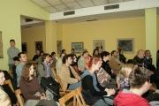 publika-pazljivo-prati-citanje-m-bazdulja